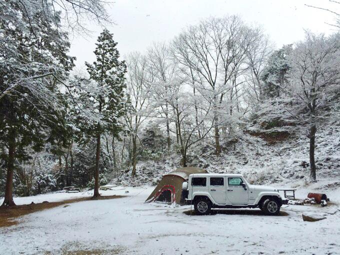 冬キャンプ リビロン ジープ