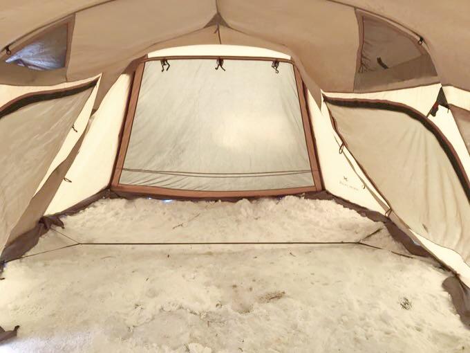雪中キャンプ幕内
