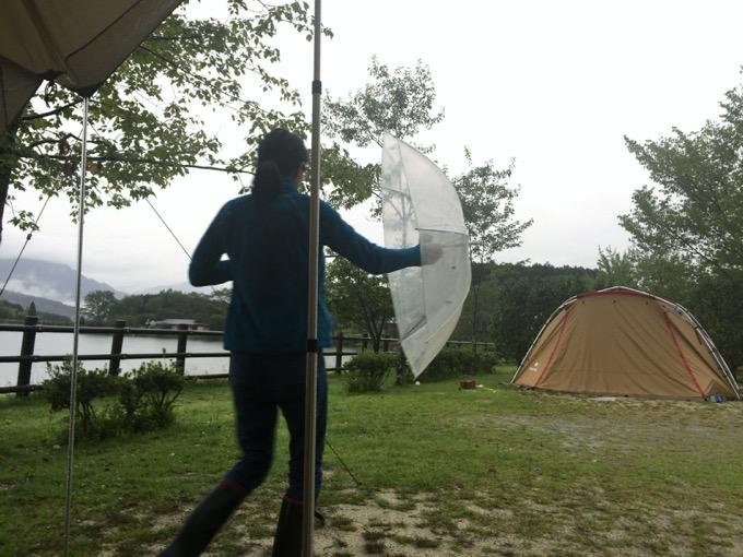 雨のキャンプ場