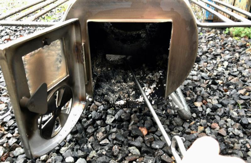薪ストーブ炉内の掃除
