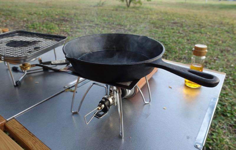 焚き火テーブル スキレット