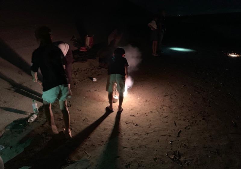 大淀西海岸ムーンビーチキャンプ場 手持ち花火