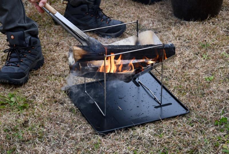 良く薪が燃えてくれるピコグリル398
