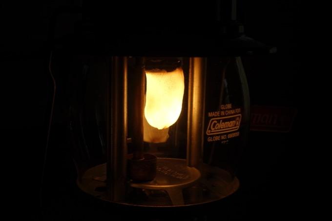 ランタンのマントルから光