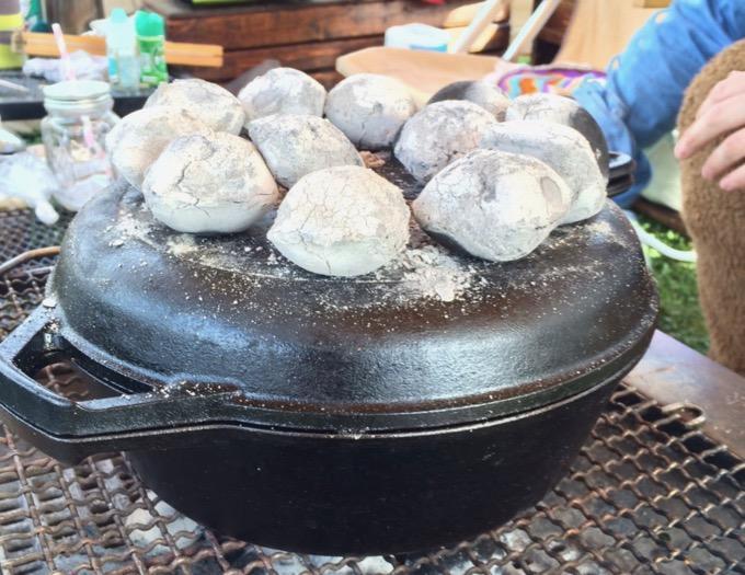鉄製のダッチオーブン