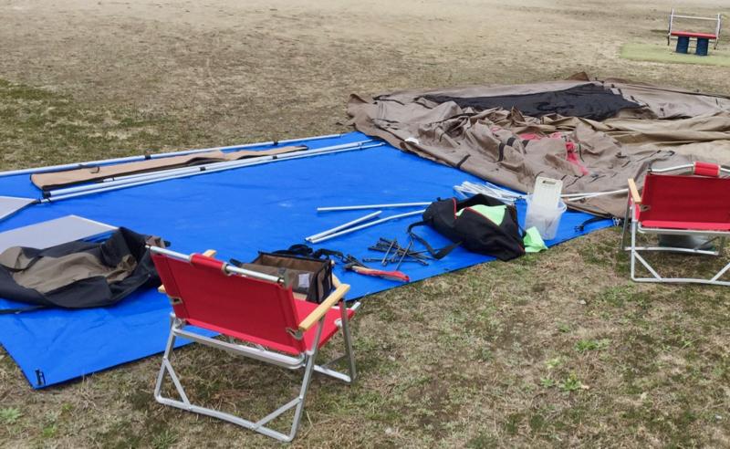 キャンプで使うブルーシート