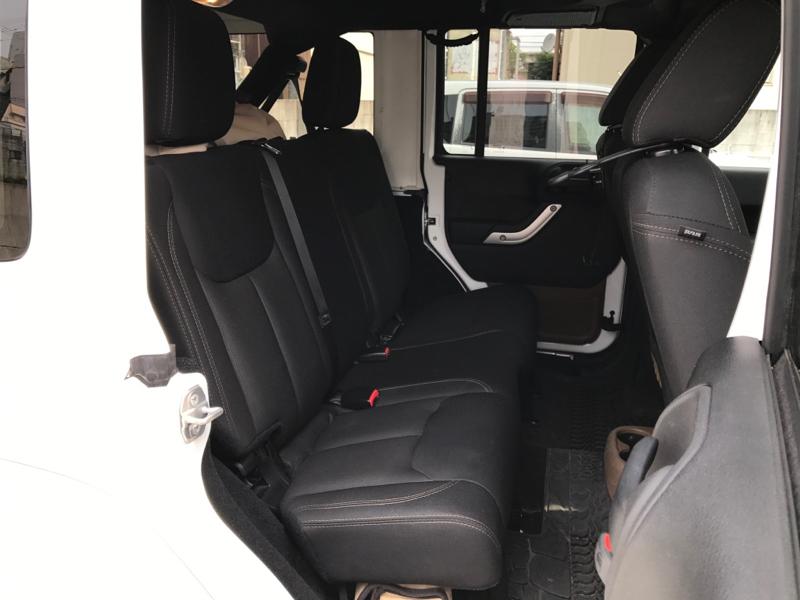 旧型ラングラー(JK型)の後部座席