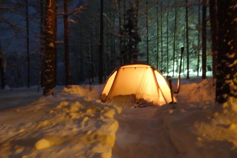 雪中キャンプ薪ストーブ