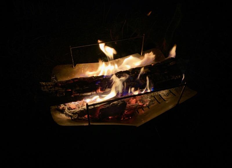 焚き火から出る美しい炎