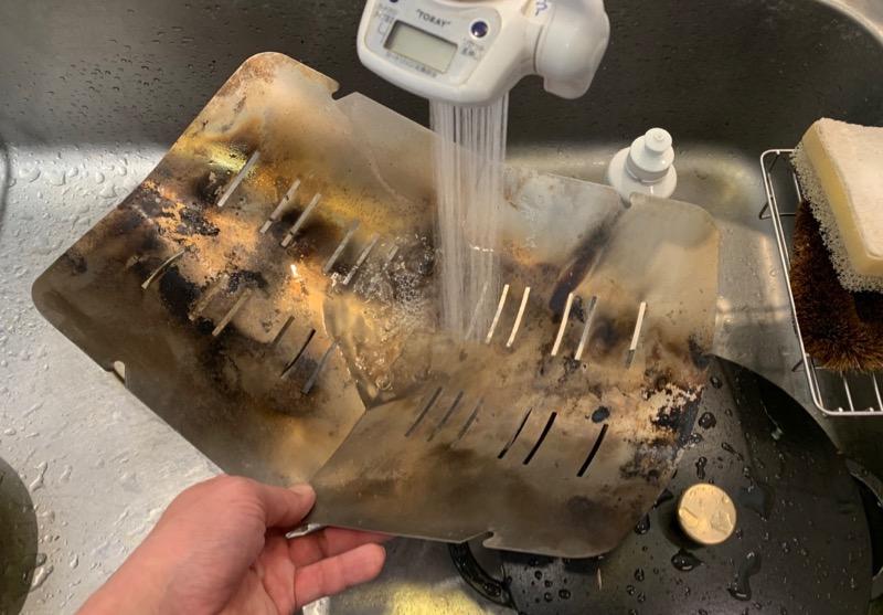 台所で汚れを洗い流すことのできるピコグリル398