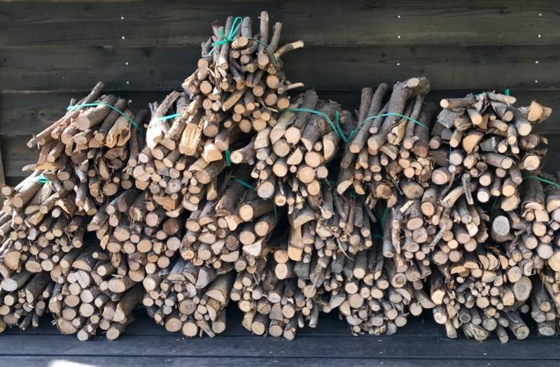 キャンプ場で売っている薪