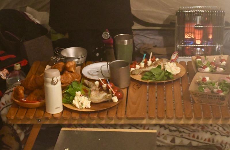キャンプ木皿料理