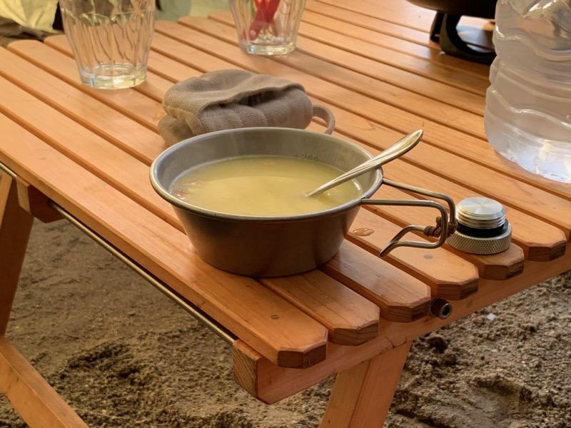 キャンプでスープ