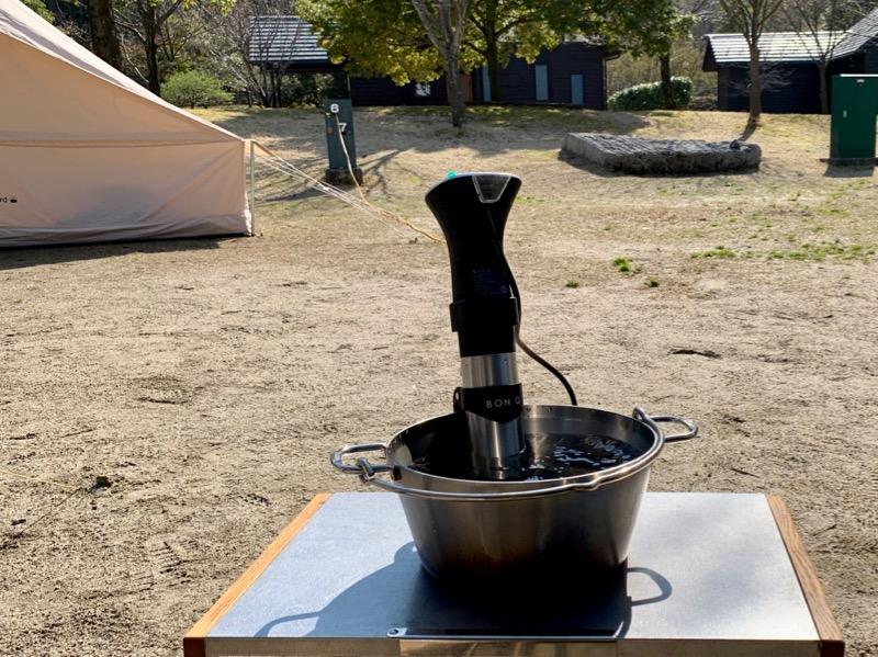 電源があれば、屋外でも調理可能です。