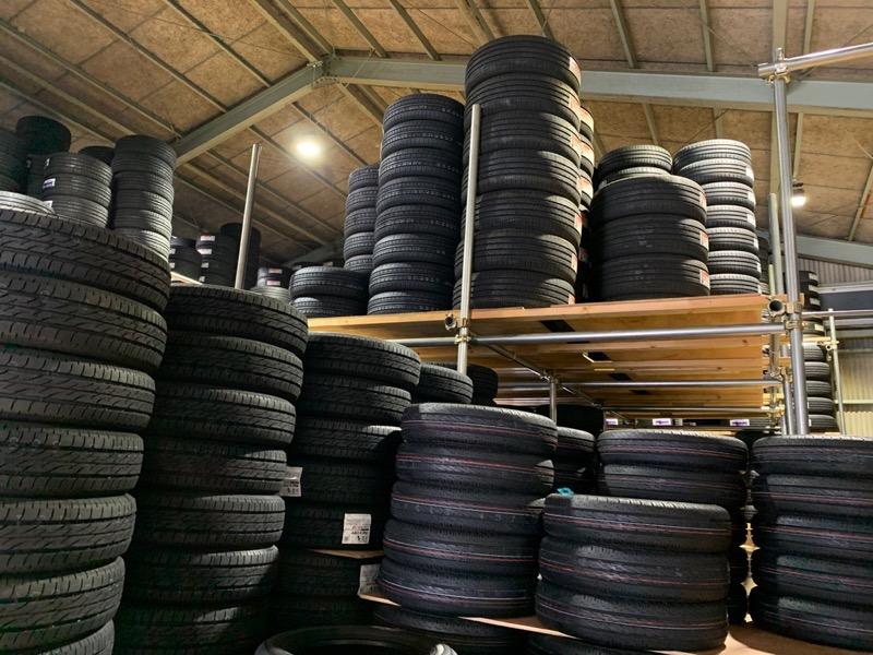 タイヤ専門店