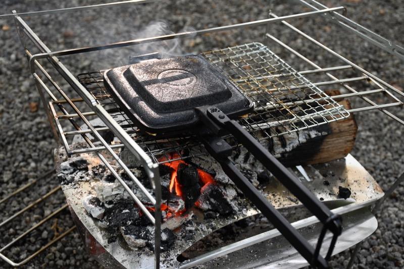 焚き火台ラプカでホットサンドを作る