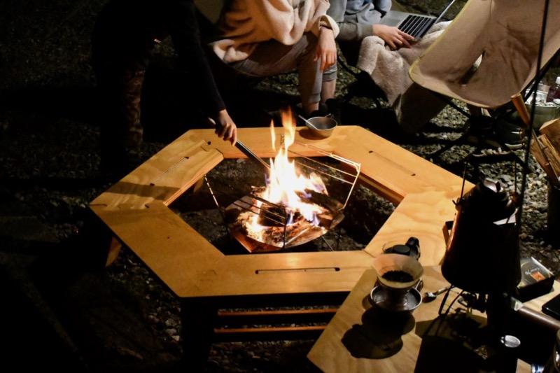 六角テーブルと焚き火台ラプカ