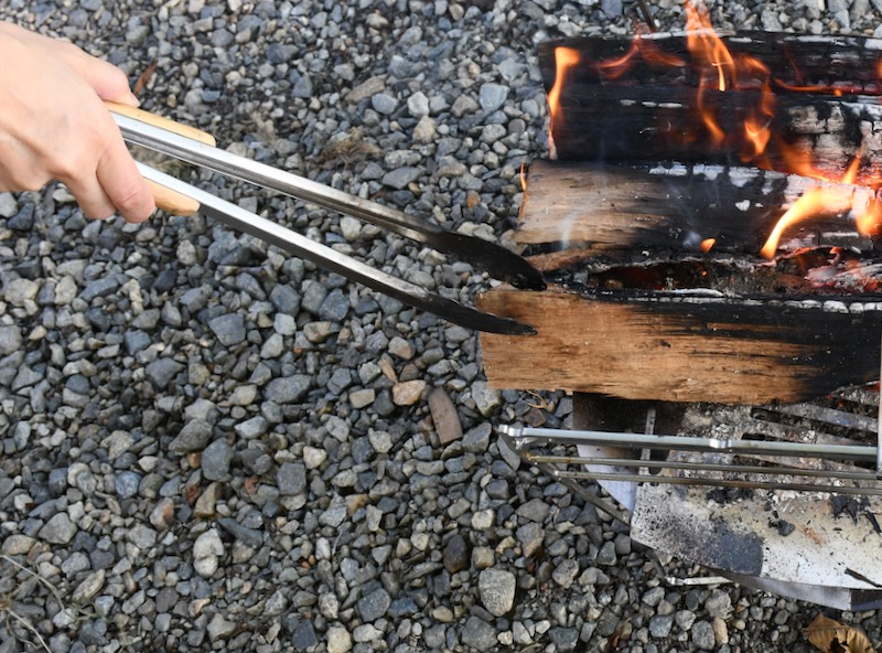 調理中に追加の薪が入れやすい焚き火台ラプカ