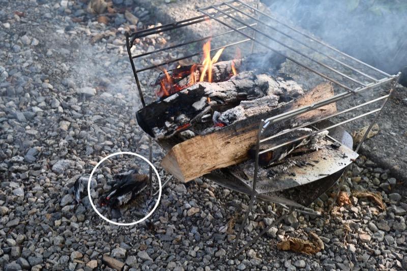 焚き火台ラプカは薪が落ちやすい