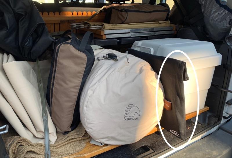 ラプカを車内収納スペースに入れる