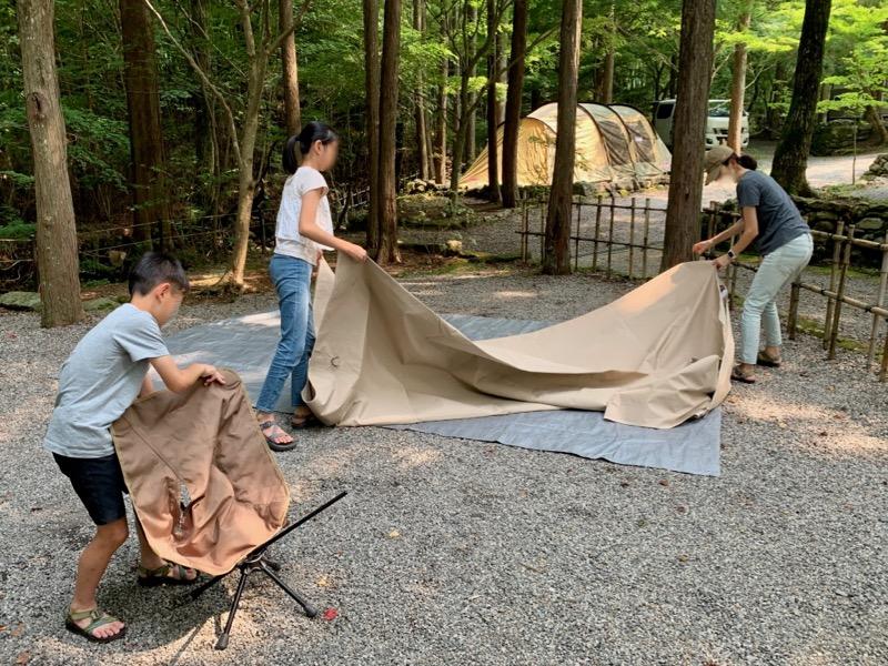 テントとタープの設営