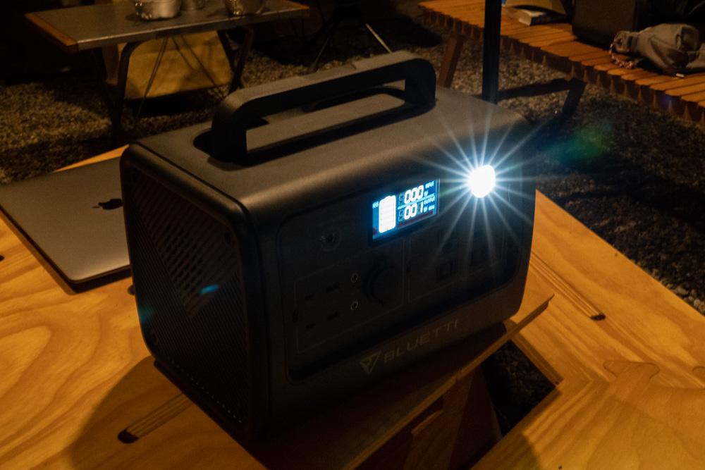 ポータブル電源 BLUETTI(ブルーティ) EB70の照明ライト