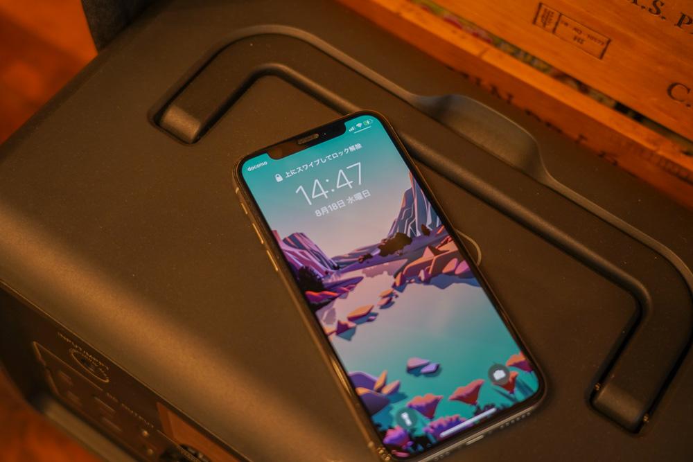 ポータブル電源 BLUETTI(ブルーティ) EB70のワイヤレス充電エリアでiPhoneを充電する