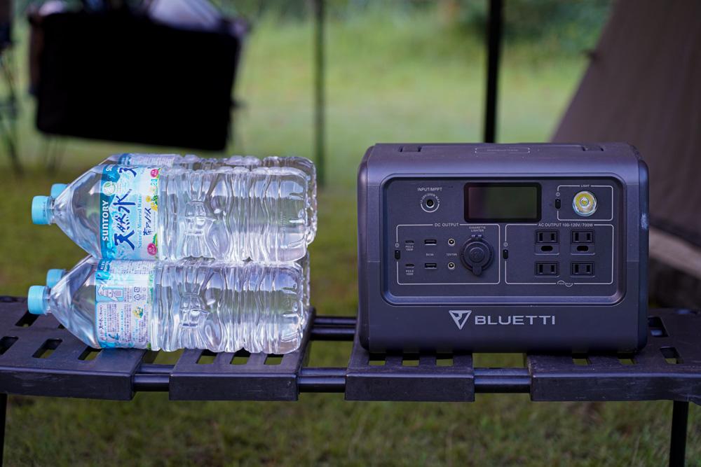 ポータブル電源 BLUETTI(ブルーティ) EB70とペットボトル