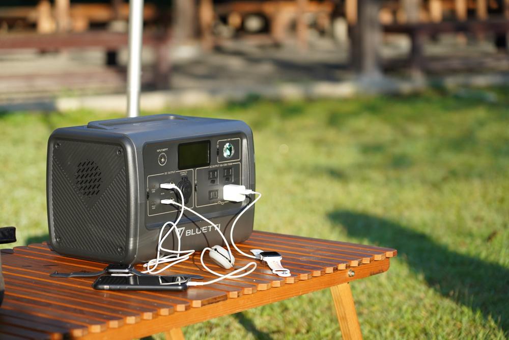 一度にたくさんの機器を充電できるポータブル電源