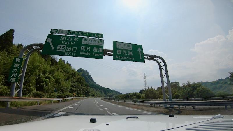 高速道路をドライブ